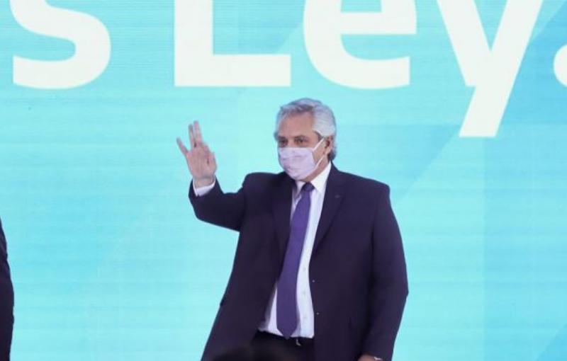 Alberto Fernández feliz