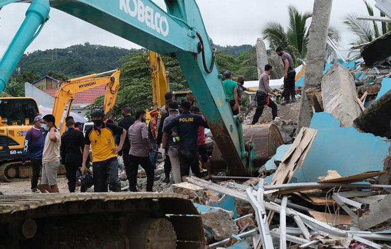 Un fuerte sismo, con destrucción y víctimas fatales