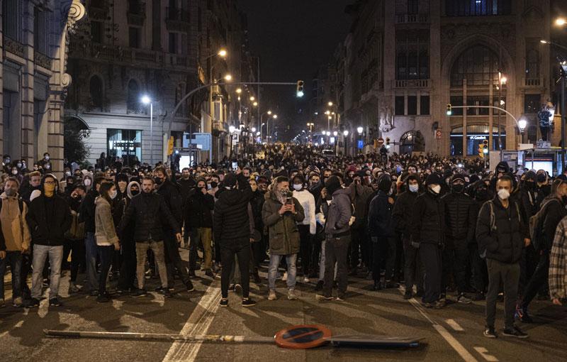 Sexta noche consecutiva de protestas, en defensa de Pablo Hasél